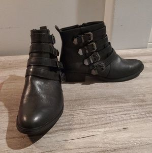 BareTraps Size 10 Black Buckle Pointed Toe